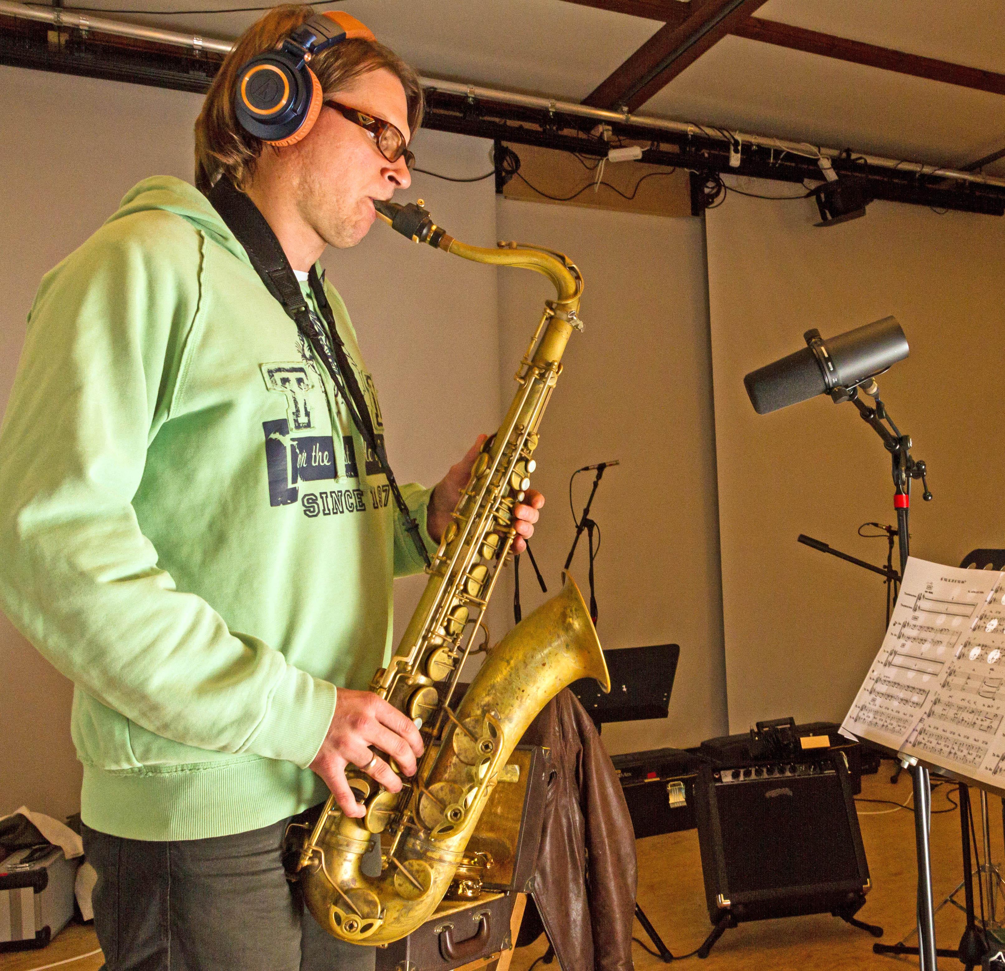 Microphone setup for tenor saxophone