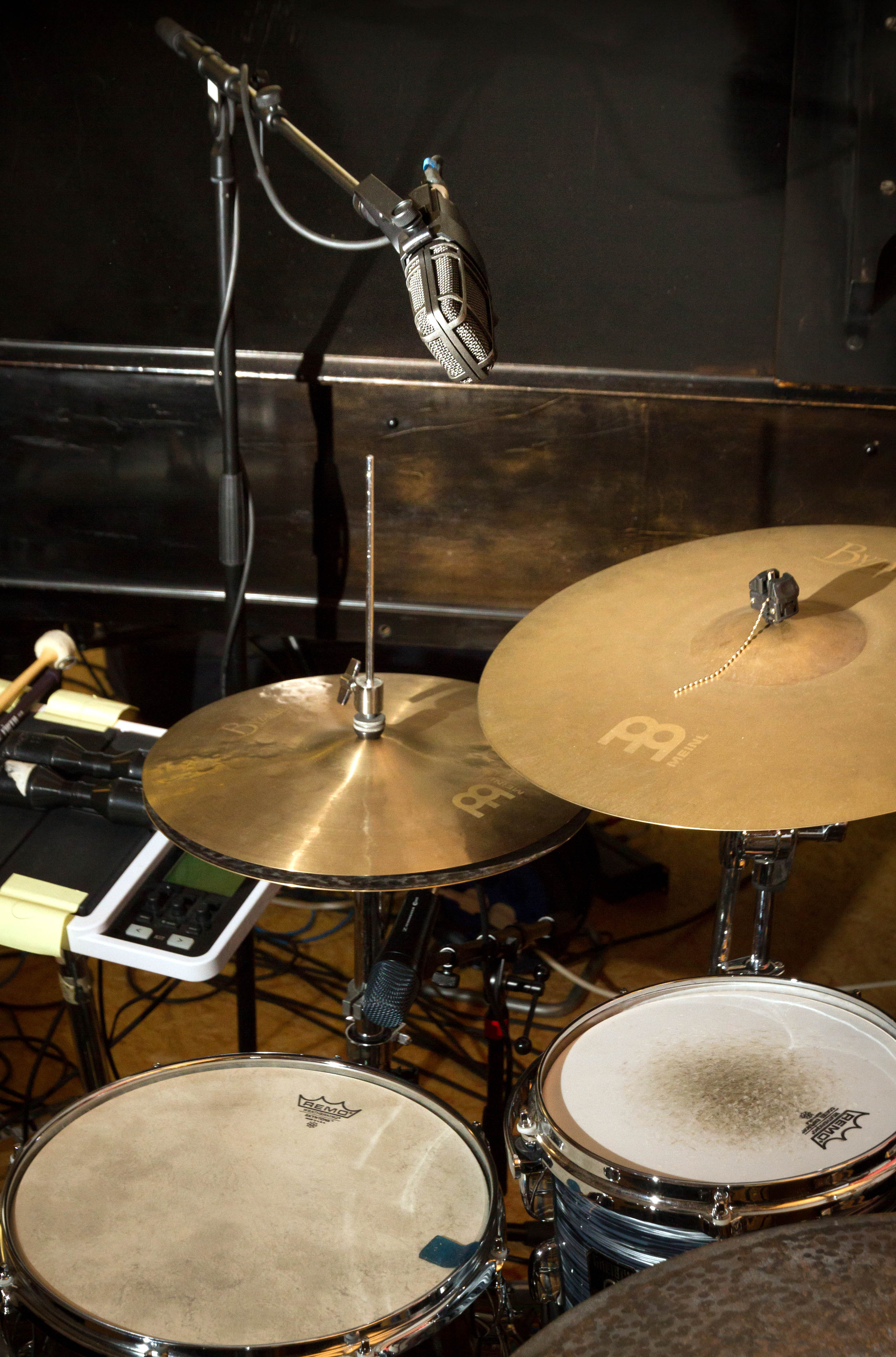 Microphone setup for snare drum